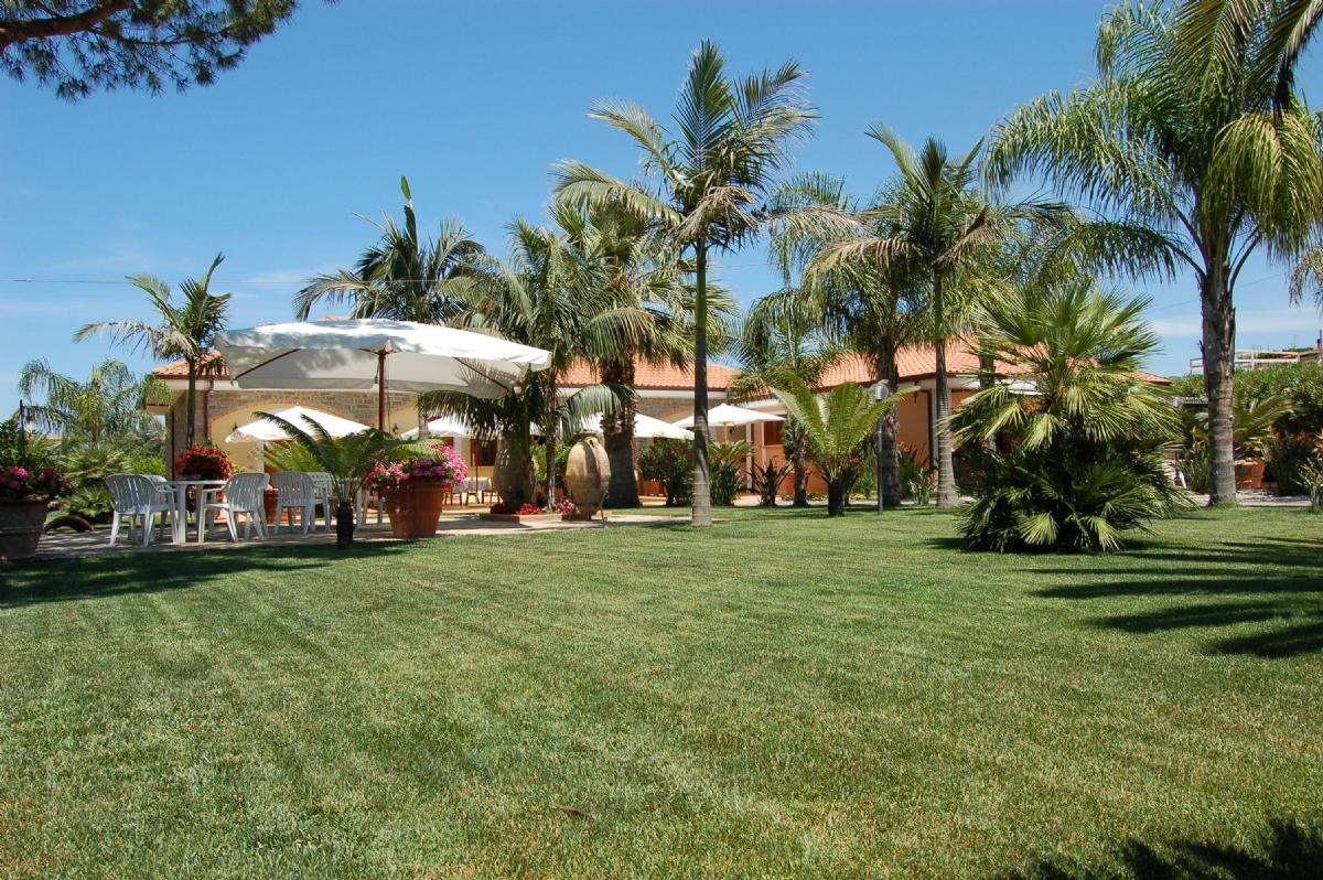 Struttura turistica nel cilento residence a castellabate for Due palme arredamenti